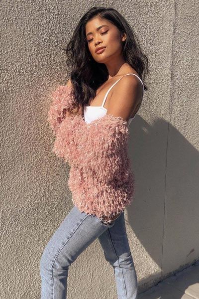 17 Fresh Fall Fashion Outfits To Update Your Closet In 2018 | Shaggy Fringe Cardigan/coat in blush