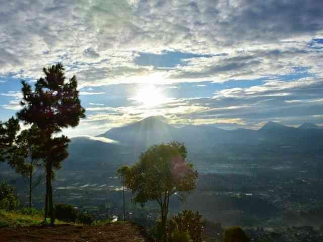 Gunung Putri Lembang Geger Bintang Matahari