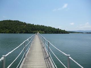Puente en el embalse