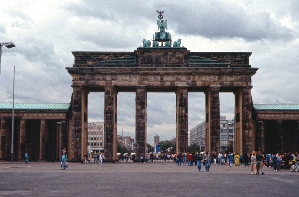 Datum Mauerfall und echter Tag der Deutschen Einheit - 9.11.89 ...