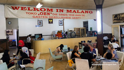 Foto banner Sambutan selamat datang di es krim Toko Oen, Malang.