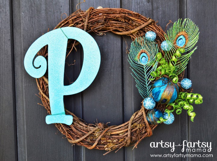 DIY Peacock Wreath at artsyfartsymama.com