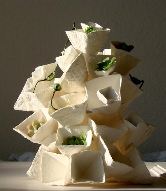 lampada da tavolo di carta ( cartapesta)  a forma geometrica