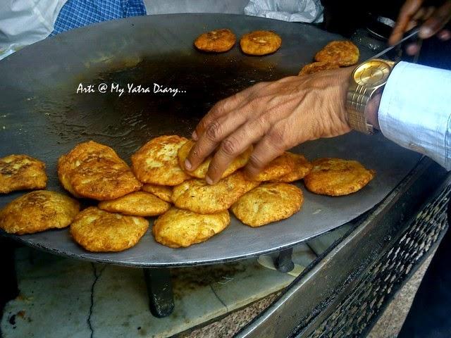 Aloo Tikki at Natraj Dahi Bhalla, famous Chandni Chawk street food, Delhi