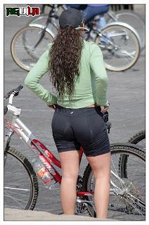 mujeres maduras haciendo ejercicio licra