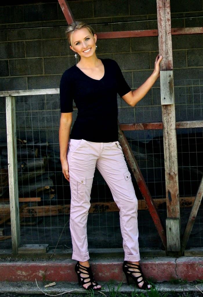 How to Fix a Waist Gap tutorial featured by top US sewing blogger, Kara Metta