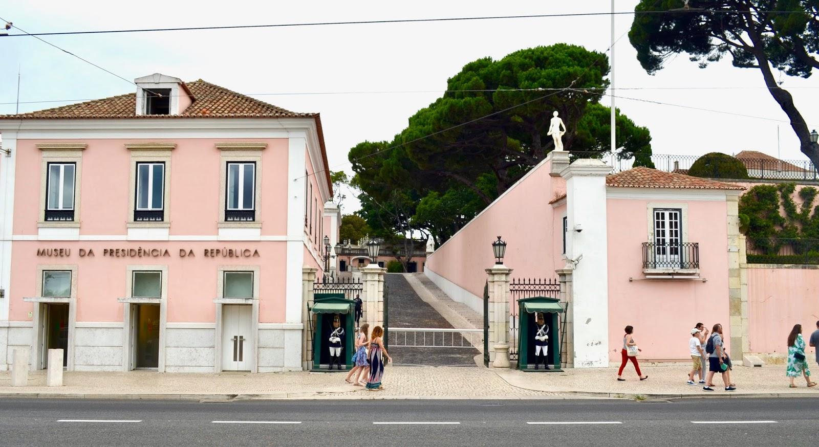 La maison du portugal beautiful chic icon la maison du for Decoration maison portugal