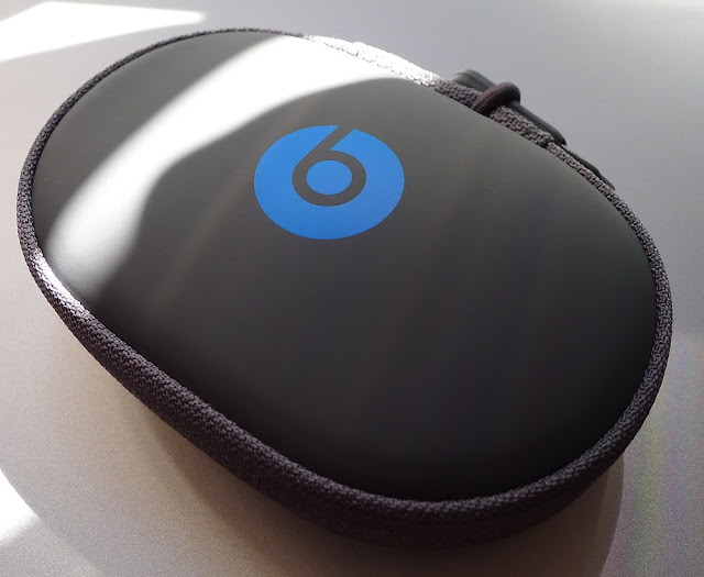 Beats Powerbeats2 Wireless carrying pouch