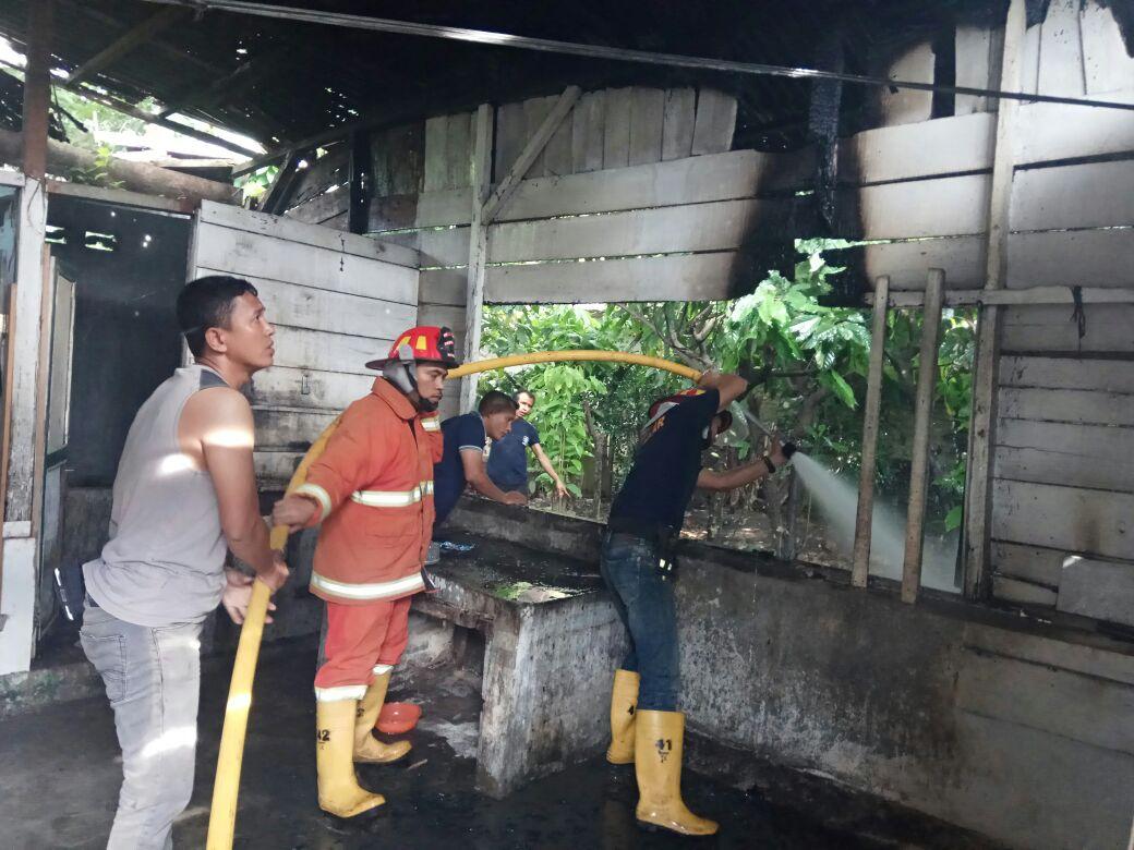 Sebuah Rumah di Jalan Laguboti Ludes Terbakar