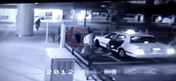 ΥΠΕΡΦΥΣΙΚΟ ΓΕΓΟΝΟΣ! Γυναίκα-φάντασμα ακολουθεί έναν άντρα – Ανατριχιαστικό βίντεο