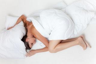 Τα 6 πράγματα που δεν πρέπει ποτέ να κάνετε πριν πάτε για ύπνο