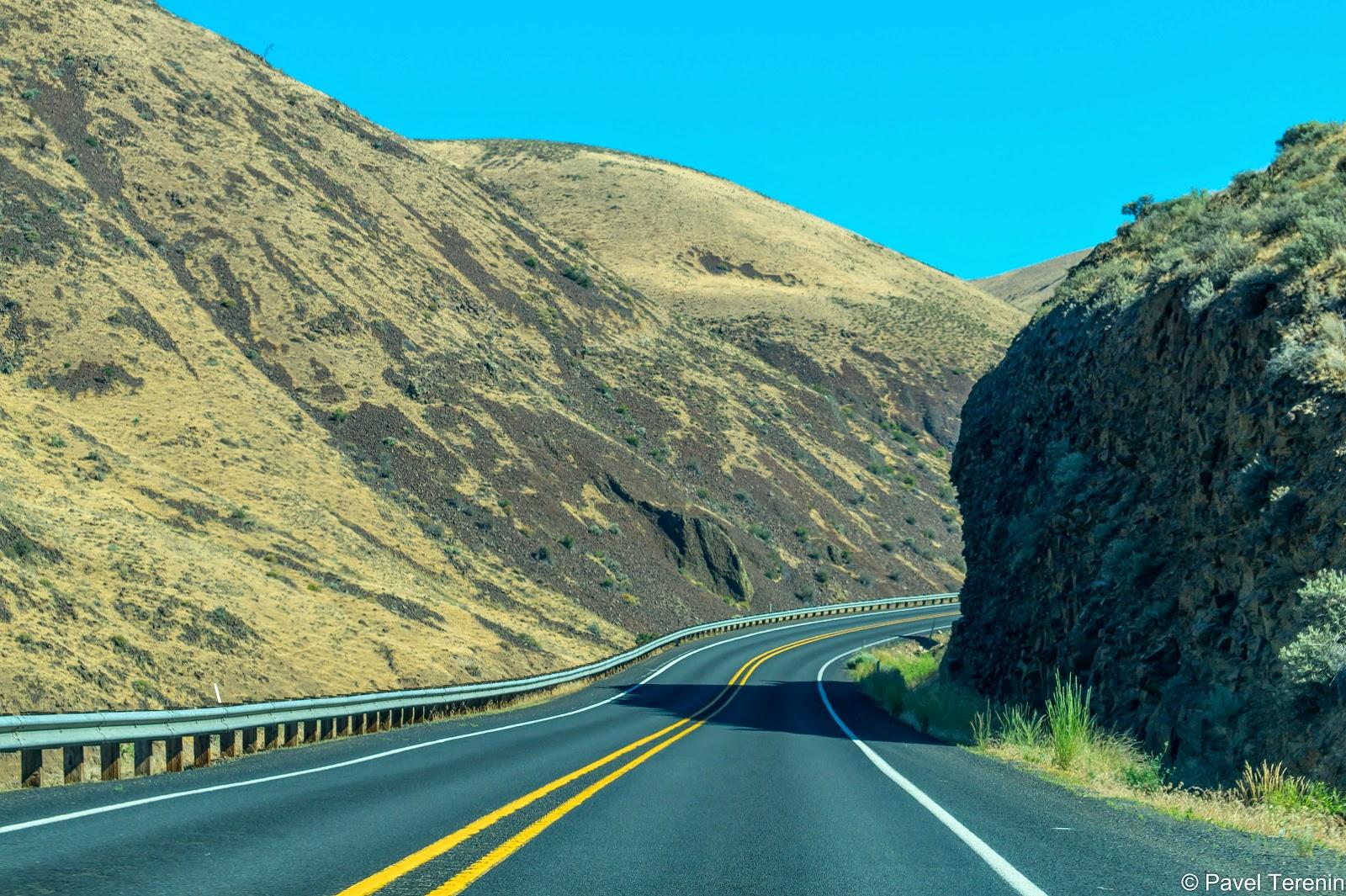 Выехав из Якимы, мы сразу свернули на дорогу, проходящую по  самому настоящему каньону.