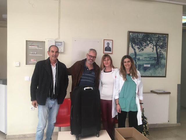 """Ο """"Άγιος Βασίλης"""" ήταν Ελβετός γιατρός και είχε μια βαλίτσα δώρα για το Κέντρο Υγείας Κρανιδίου"""