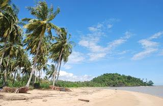 Panorama Pantai Gosong yang Tersembunyi-Bengkayang