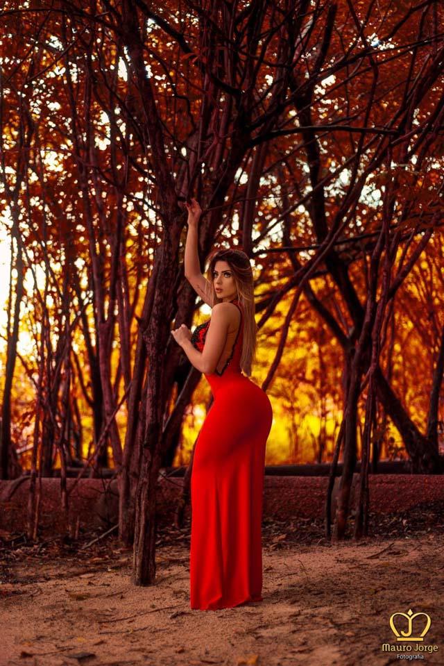 Mariana Castilho exibe suas curvas em ensaio sensual. Foto: Mauro Jorge/Renato Cipriano- Divulgação