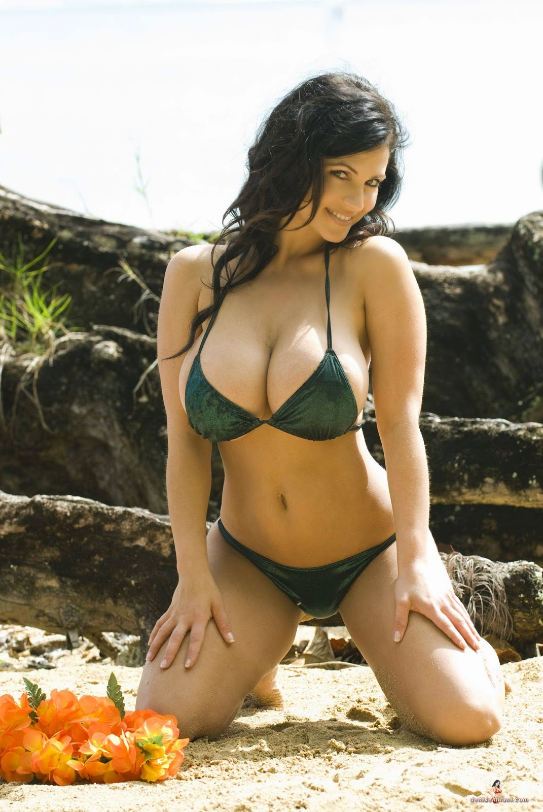 Green Hawaii: Green Bikini