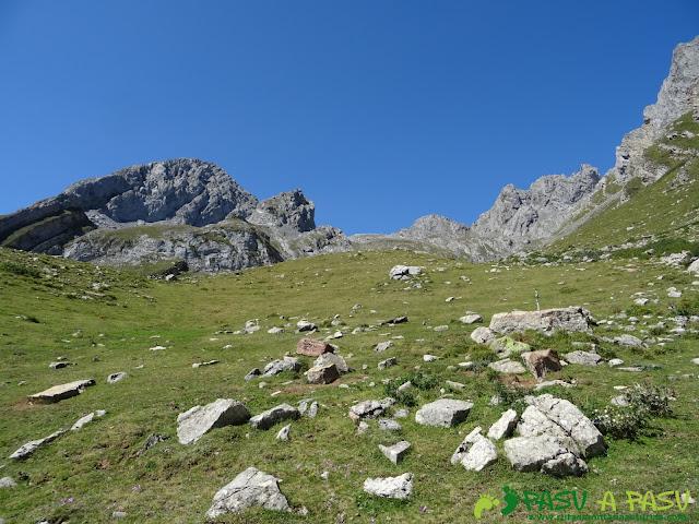 Ruta Peña Ubiña por la Arista Norte: Subiendo al Jou de las Cabras