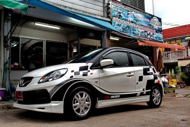 Modifikasi Honda Brio Putih