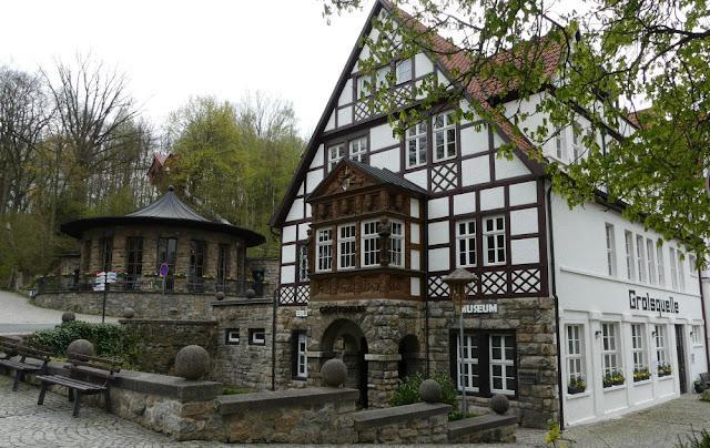 Saalfelder Feengrotten - Quellenhaus, Brunnenhalle und Grottoneum von außen