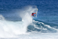 43 Ian Gouveia Billabong Pipe Masters foto WSL Damien Poullenot