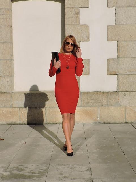 ideas-para-combinar-un-vestido-rojo
