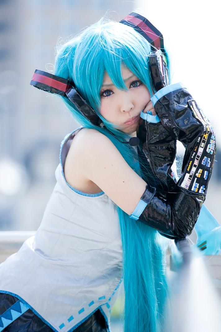 Hatsune Miku Cosplay by MOMOIROREKU | Anime Festival Asia 2015