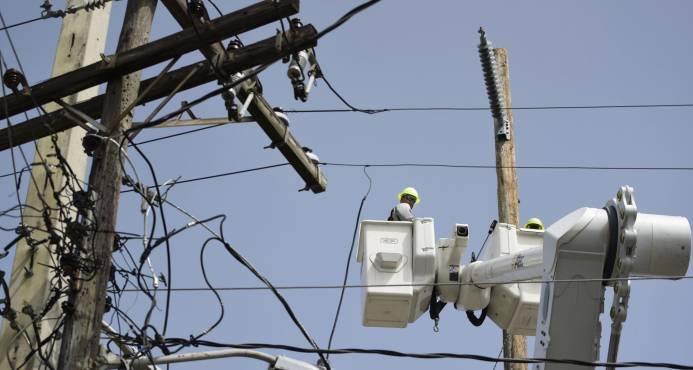 Gobernador de Puerto Rico mantiene el plazo de diciembre para recuperar electricidad