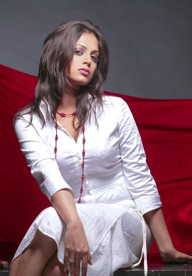 divine hot sexy Sindhu menon latest stunning photoshoot