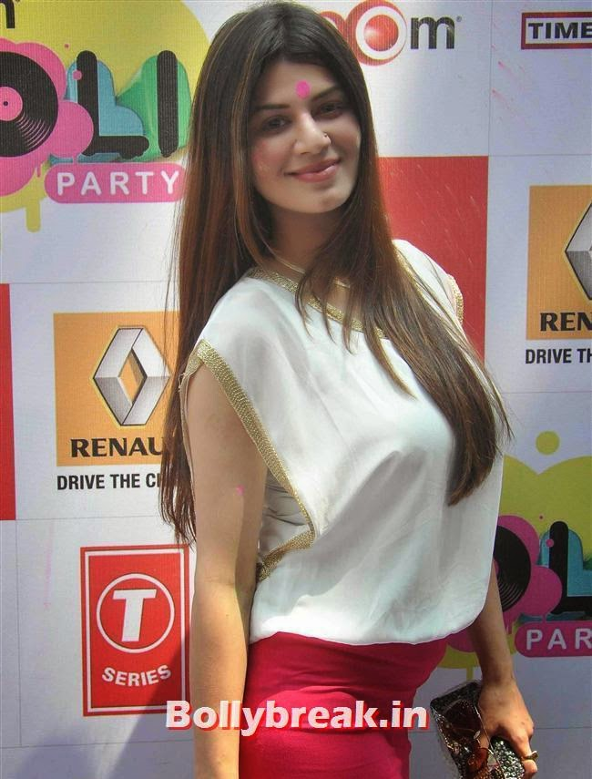 Kainaat Arora, Sunny, Tanisha, Poonam & Kainaat at Zoom Holi Party 2014