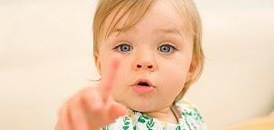 متى يبدء الطفل في التحدث و ماهى الأسباب التى تؤدى إلى عدم تحدث الطفل