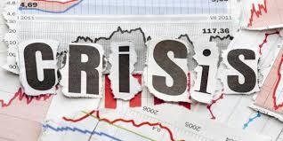 """BEBERAPA waktu terakhir ini nilai tukar rupiah terhadap dolar semakin anjlok, dan tidak ada tanda-tanda akan stabil bahkan terakhir sampai di tiitik Rp14.160 /US $(3/08/2015) (www.bi.go.id). Ini merupakan titik terendah selama hampir 17 tahun dan Keadaan ini tentu sangat berdampak buruk bagi perekonomian indonesia, ini terbukti dengan kenaikan beberpa bahan pokok dan komuditas lainya sepeti daging dan khususnya komoditas impor. Dan kalau dibiarkan tanpa ada solusi yang nyataekonomi negeri inibisa terancama krisis seperti yang terjadi pada tahun 1998 silam. Ini seperti yang di ungkapkan mantan Menteri Keuangan Fuad Bawazier """"Jatuhnya kurs rupiah dan ketidak-kompakan kabinet bisa jadi akan berakibat pada lengsernya Jokowi, sama seperti lengsernya HM. Soeharto pada tahun 1998 yaitu karena ambruknya kurs rupiah dan tidak kompaknya kabinet Tribunnews.com, Minggu (23/8/2015).  Sebaliknya sikap pemerintah justru tenang dan tidak mengambil sikap yang berarti untuk memulihkan kondisi perekonomian yang semakin memburuk. Analis Ekonomi Politik dari Asosiasi Ekonomi-Politik Indonesia (AEPI) Kusfiardi mengatakan, semakin terpuruknya rupiah belakangan ini menunjukan bahwa pemerintah tidak mampu menjaga atau menstabilkan nilai rupiah. """"Kelihatan tidak ada daya sudah pemerintah dan otoritas moneter,"""" ungkap Kusfiardi di Jakarta, Senin (9/3/2015). Kodisi ini kalau dibiarkan terus menerus tanpa solusi yang nyata dan tepat maka akan memperparah perekonomian.Apabila nilai tukar semakin jauh dari asumsi Anggaran Pendapatan dan Belanja Negara Perubahan (APBNP) 2015, maka akan mempengaruhi keuangan negara. Dan pengaruhnya juga terasa pada industri nasional yang bahan bakunya bergantung pada impor. Kemudian, barang konsumsi yang juga impor seperti bahan pangan.  Di sisi lain Perekonomian Indonesia yang sedang carut marut mulai berakibat pada pemutusan hubungan kerja (PHK) oleh beberapa perusahaan. Salah satu alasan perusahaan melakukan PHK kepada sejumlah tenaga kerjaadalah untuk menekan b"""