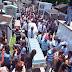 UN DUELO MASIVO EN SEPELIO DE 17 VÍCTIMAS DE ACCIDENTE DE VEHÍCULOS EN SANCHEZ