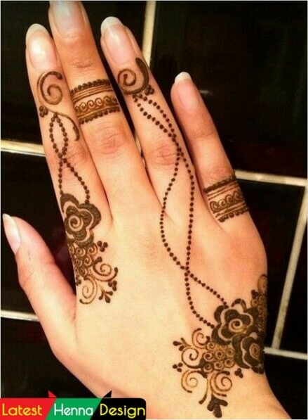 Simple Mehndi Design: One of the best and simple henna design in 20+ best backhand mehndi designs-latesthennadesigns