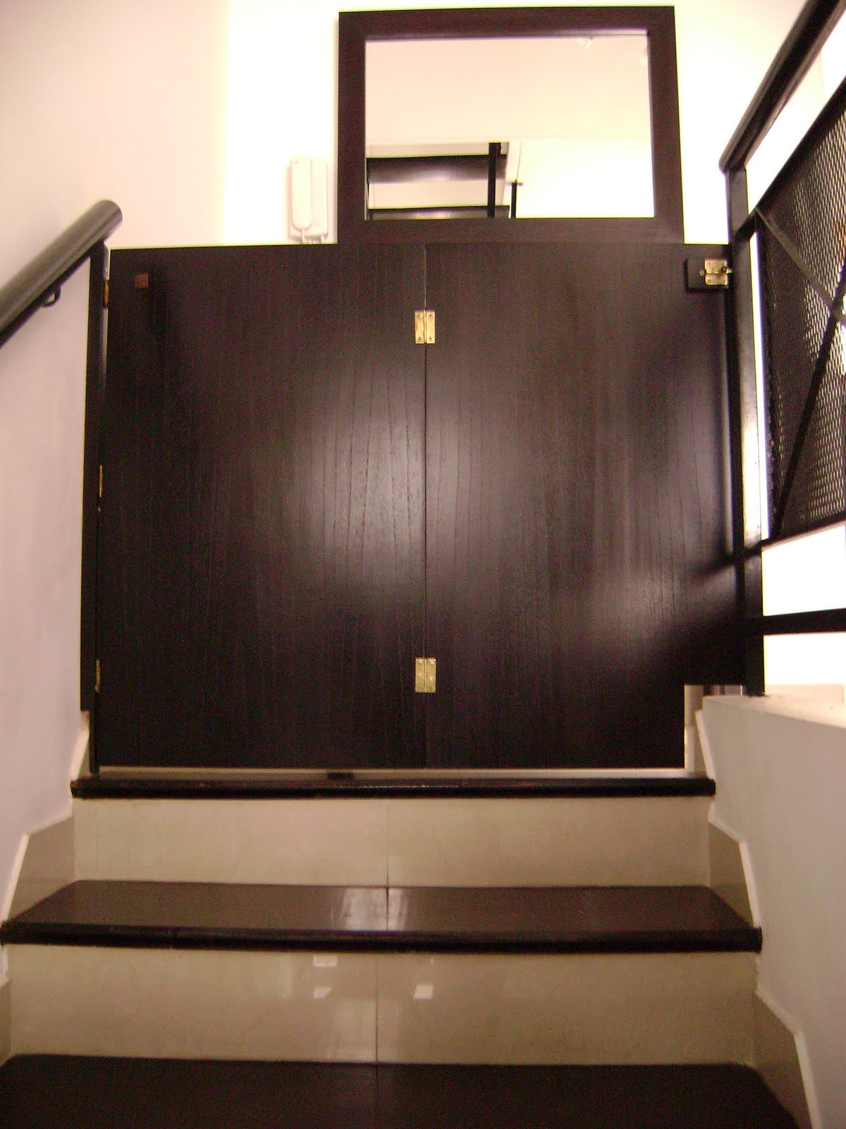 Muebles a medida decocarpinteria puerta plegable en - Puertas de escalera ...