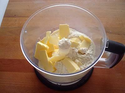 Torta salata con pisellini e prosciutto 7
