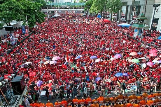 Resultado de imagem para O movimento dos camisas vermelhas na Tailândia