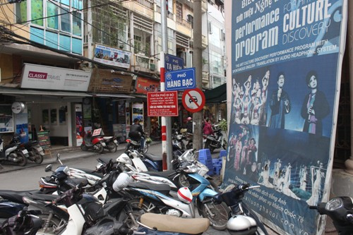 Shopping streets in Hanoi Vietnam: Hang Bac Street