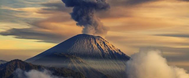 Volcan en una isla