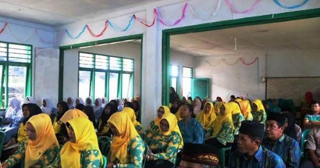 Sejumlah elemen masyarakat dan Forkopimcam hadir bersama diacara kehadiran Tim Monitoring Provinsi Sumatrea Utara di desa binaan terbaik Sumut Desa Sampean di Sipirok, Kabupaten Tapanuli Selatan