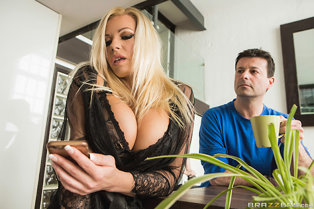Michelle Thorne - Fucking The Invisible Man (Milfs Like It Big)