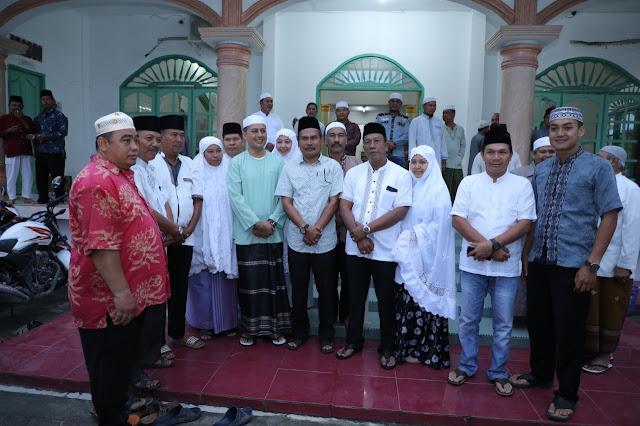 Wakil Gubernur Sumatera Utara Musa Rajekshah  sholat Berjamaah di Masjid Abrarul Haq Haji Kasim