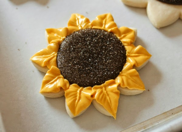 http://www.sweetsugarbelle.com/2013/11/decorated-sunflower-cookies/