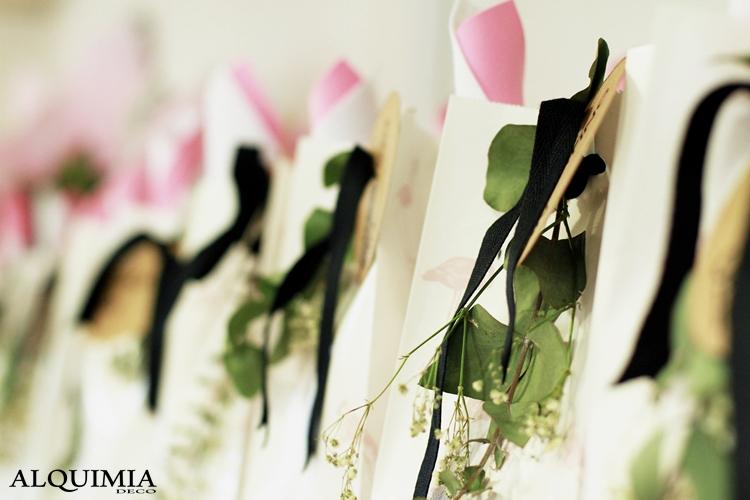 bolsas-papel-flores-cinta-lazo-negro-innspiro-taller