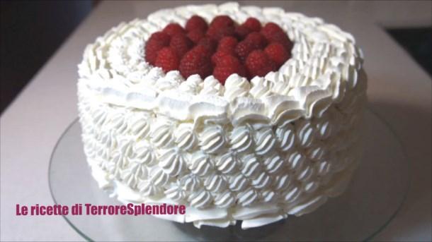 Le ricette di terroresplendore torta di compleanno for Decorazioni di torte con panna montata