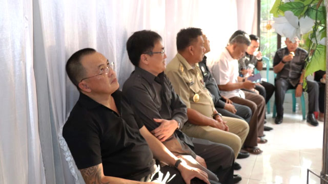 Keluarga Besar DPRD Sulut, KIAD, Serta Staf Melayat ke Ibadah Pemakaman Istri Mangumbahang