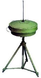 Антенна ВЧ/ОВЧ/УВЧ MA-445C пеленгатора, установленная на треноге
