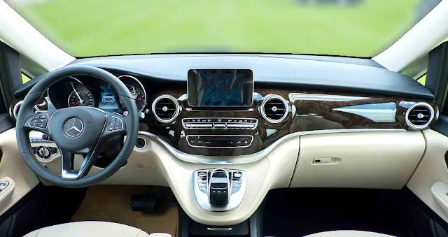 Bảng taplo Mercedes V220 d Avantgarde 2019 được ốp gỗ Ash màu Nâu bóng