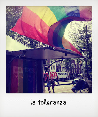Bandiera arcobaleno arcigay ad Amsterdam