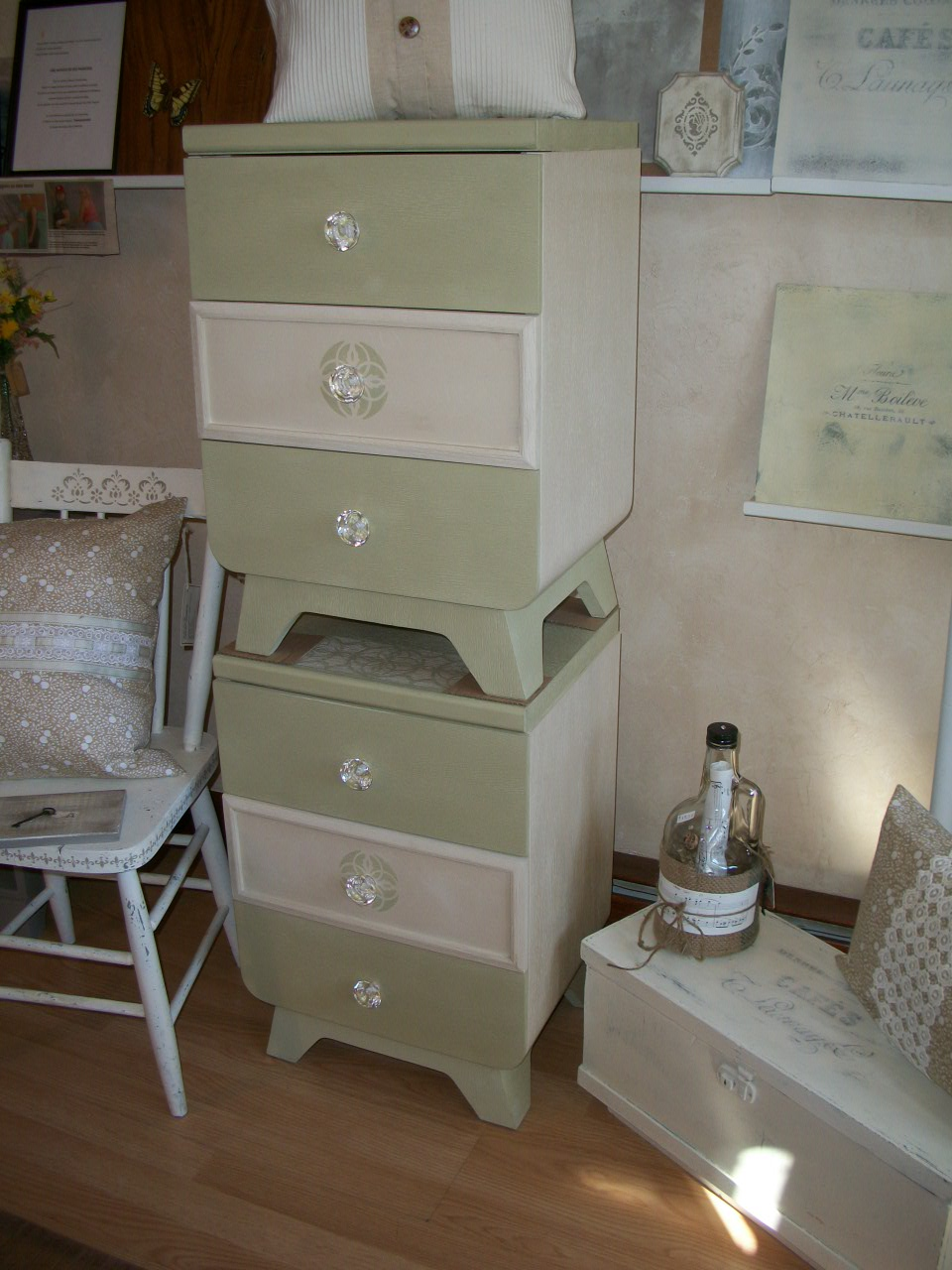 peinture la craie annie sloan chalk paint atelier 514 323 4671. Black Bedroom Furniture Sets. Home Design Ideas