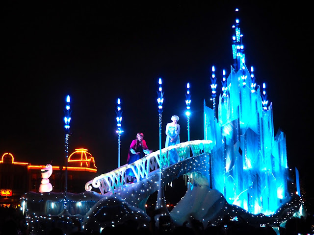 Frozen float, Dreamlights parade, Tokyo Disneyland, Japan